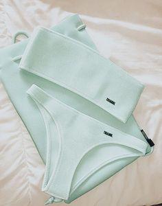 Bathing Suit Shorts, Summer Bathing Suits, Girls Bathing Suits, Summer Suits, Cute Swimsuits, Cute Bikinis, Mode Du Bikini, Bikini Outfits, White Swimsuit