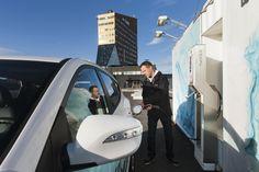 Vetyauton voi hankkia Euroopasta tai Japanista. Tankkaaminen onnistuu Helsingin Vuosaaressa ja Mäntyharjun Voikoskella.  Tankillisella ajaa ainakin 500 kilometriä.