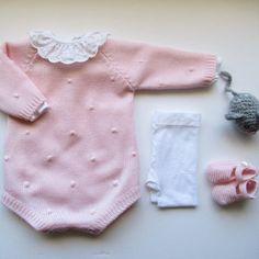 Post by maria_carapim on Insta Fashion Kids, Little Girl Fashion, Knit Fashion, Baby Knitting Patterns, Baby Patterns, Knitted Baby Clothes, Knitted Romper, Tricot Baby, Diy Bebe