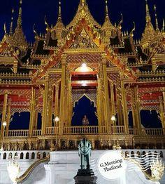"""""""เรือนยอดบรมมังคลานุสรณีย์"""" เรือนยอดที่สร้างขึ้นเป็นที่ระลึกเฉลิมพระเกียรติในโอกาสที่พระบาทสมเด็จพระเจ้าอยู่หัว ทรงครองสิริราชสมบัติครบ 70 ปี พุทธศักราช 2559 และในโอกาสมหามงคลที่จะทรงเจริญพระชนมพรรษา 90 พรรษา 5 ธันวาคม 2560 สมเด็จพระนางเจ้าฯ พระบรมราชินีนาถ ทรงเจริญพระชนมพรรษาครบ 7 รอบ 12 สิงหาคม 2559  ตั้งอยู่ทางด้านทิศตะวันออกของพระที่นั่งอนันตสมาคม สามารถเข้าชมได้ตั้งแต่วันที่ 14 มิถุนายน เป็นต้นไป เวลา 10.00-16.00 น. (กรุณาแต่งกายสุภาพ)"""