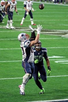 New England Patriots vs. Seattle Seahawks - Rob Gronkowski  87 of the New  England 2ee97e239