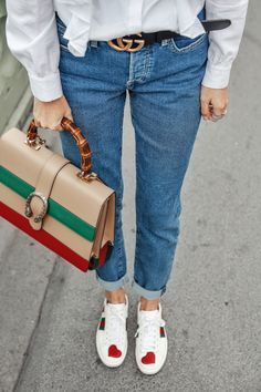 Playing tourist in London   Streetstyle: Mavi jeans, Gucci sneaker & bamboo bah, ruffle blouse #ohhcouture #london #leoniehanne http://sodafirm.com/