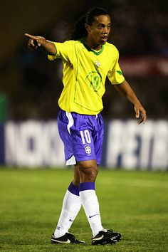 Ronaldinho of Brazil in action during the 2006 World Cup Qualifier South American Group match between Uruguay and Brazil at the Centenario Stadium on. Brazil Football Team, Football Gif, Soccer Cleats, Football Players, Ronaldo, Ronaldinho Wallpapers, All Star, Milan Wallpaper, American Group
