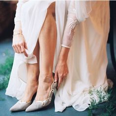 Love this beautiful timeless image from @littlevintagerentals, thanks so much for sharing. #weddingshoes #shoeheaven #timeless #somethingblue #subtle #weddingchic #bridalfashion #inspiration