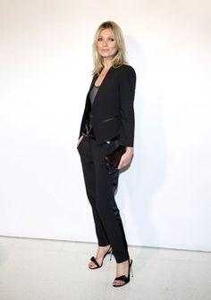 Le smoking de Kate Moss http://www.vogue.fr/mode/cover-girls/diaporama/les-looks-de-kate-moss/4541/image/565756#!le-smoking-de-kate-moss