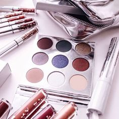 E a coleção para festas de final de ano da @kyliejenner ??!!😍 Já estão à venda no site dela! ✨ #kyliejenner #kyliejennercosmetics @kyliecosmetics #beauty #maquiagem #beleza #makeup #blogger #brasil #cosmetics #cosmeticos #pele #skin #skincare #carolinebeltrame.com.br #blog #beautyblogger #bblogger #blogueirassaopaulo #blogueirasbrasil #influencersbrasil #osasco #saopaulo #fashion #moda #trendy #style #tendencia . . . . . . www.carolinebeltrame.com.br