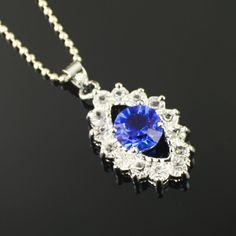 Profond bleu collier pendentif en diamant