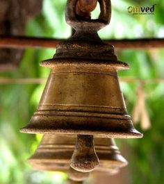 Did you know that a temple bell has a scientific phenomenon? A temple bell is made up of various metals including cadmium, lead, copper, zinc, nickel, chromium and manganese. When rung, the bell makes a distinct sound that helps to create a unity between the left and right brain. The moment you ring that bell, it produces sharp but lasting sound which lasts for minimum of seven seconds in echo mode good enough to touch your seven healing centres or chakras in your body.