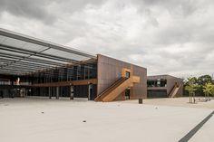 Escuela Secundaria Pública de Labarthe-sur-Lèze UBICACIÓN: Francia PROYECTO: LCR Architectes Año: 2012