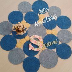 Tapete de barbante feito em croche formato bolas.. <br>Pode ser feito nas cores de sua decoração.. <br>Medida aproximada de 1 metro <br>Outras medidas consultar valor.. <br>As fotos desse tapete são: amarelo b.b, azul b.b e azul turqueza
