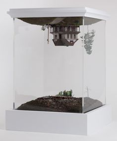 New York-based artist Thomas Doyle has made a career of crafting minuscule models of houses (like the quaint and staggeringly detailed number, above) and uprooting (sometimes literally) a handful. Architectural Sculpture, Architectural Models, Landscape Model, Scenic Design, Art Plastique, Surreal Art, Installation Art, Contemporary Artists, Ceramic Art