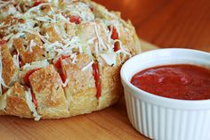 Everyone loves cheesy pizza, which is why this Pepperoni Pizza Pull-Apart Bread makes the perfect party appetizer recipe. No matter what kind of soiree you're having, guests are sure to go crazy for this pull-apart bread recipe! Pull Apart Bread, Cooking Recipes, Bread Recipes, Yummy Recipes, Recipies, Pizza Recipes, Easy Cooking, Cooking Ideas, Appetizer Recipes