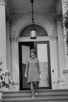 See the Iconic Dresses James Galanos Created for Nancy Reagan California State Capitol, Nancy Reagan, Fox Studios, Hollywood Costume, President Ronald Reagan, Preppy Southern, Iconic Dresses, Floor Length Gown, Silk Jacket
