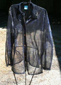 A vendre sur #vinted ! http://www.vinted.fr/femme/blouses-and-chemises/6282092-chemisier-tres-large-bleu-et-dore-transparent
