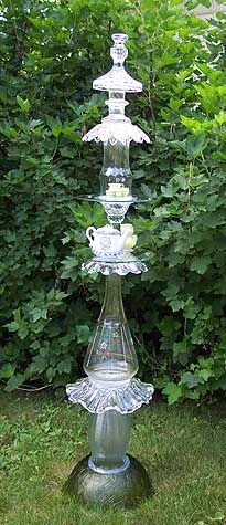 glass totem for the garden. Pinner uses Marine goop to glue. Garden Totems, Glass Garden Art, Glass Art, Clear Glass, Glass Glue, Garden Whimsy, Garden Deco, Garden Crafts, Garden Projects