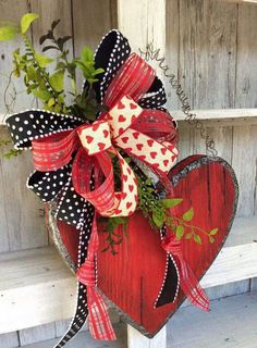 Kids enjoy making valentine crafts and they will have a wonderful time doing this. So enjoy this valentine's day with your beloved by doing these crafts. Valentine Day Wreaths, Valentines Day Decorations, Valentine Day Crafts, Happy Valentines Day, Holiday Crafts, Valentine Party, Valentine Ideas, Craft Decorations, Printable Valentine