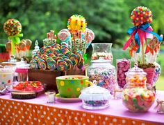candy land first birthday party dessert table backdrop with candy land cake Birthday Candy, First Birthday Parties, First Birthdays, Birthday Ideas, Quinceanera Planning, Quinceanera Themes, Anniversaire Candy Land, Candy Land Theme, Party Decoration