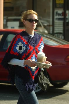 Julia Roberts Photos - COFFEE CARRYING CELEBS IN HOLLYWOOD PROVE THERE ISN'T A MORE POPULAR DRINK IN TINSELTOWN. - Coffee 2003