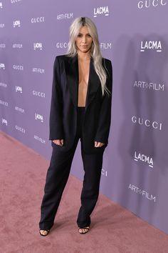 Kim Kardashian Goes Braless for LACMA Gala Photo Kim Kardashian makes a super sexy arrival at the 2017 LACMA Art + Film Gala presented by Gucci on Saturday night (November at LACMA in Los Angeles. Kim Kardashian Blazer, Robert Kardashian, Estilo Kardashian, Kim Kardashian 2017, Kardashian Photos, Kardashian Style, Kardashian Jenner, Kardashian Fashion, Kris Jenner