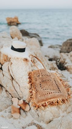 phone wall paper beach Straw hat a - phonewallpaper Beach Aesthetic, Summer Aesthetic, Aesthetic Photo, Beach Background, Tan Girls, Beach Essentials, Summer Photography, Modern Bohemian, Bohemian Beach
