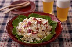 みずみずしい白菜、りんごの甘みと酸味の絶妙な組み合わせ。香ばしく炒ったくるみを加えると、食感と風味がさらにアップ。白菜が沢山ある日にはおすすめの一品です。