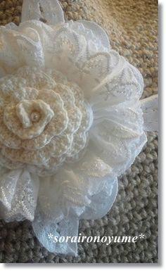*crochet corsage by *soraironoyume* MISHA* http://ameblo.jp/soraironoyume-misha/theme2-10048655936.html
