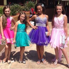 Maddie Ziegler with her sister, Mackenzie Ziegler, and and her friends, Nia Frazier and Kendall Vertes, before they made their public appearance at the Teen Choice Awards 2014 Dance Moms Kendall, Dance Moms Mackenzie, Watch Dance Moms, Dance Moms Girls, Maddie Ziegler, Mackenzie Ziegler, Teen Choice Awards 2014, Kendall Vertes, The Perfect Girl