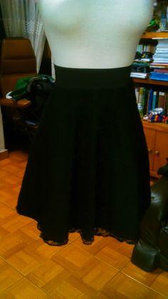 falda en popelina strech y blonda. todas las tallas. largo deseado.  40.000