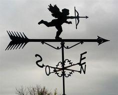 Hermosa veleta de viento fabricada en hierro forjado.