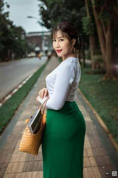 Korean Beauty Girls, Sexy Asian Girls, Asian Beauty, Little Girl Leggings, Burmese Girls, Myanmar Women, Attractive Girls, Beautiful Asian Women, Beautiful Celebrities