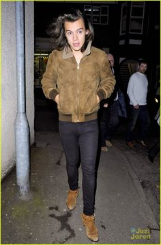 Harry Styles Treats Mom Anne To Dinner In Manchester