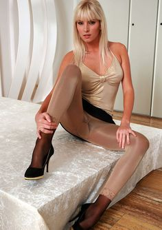 All About Nylon & Legs www.nylonloversdating.com
