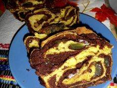 Cozonaci cu nuca si rahat - imagine 1 mare Sweets Recipes, Easter Recipes, Cake Recipes, Cooking Recipes, Romanian Desserts, Romanian Food, Pastry And Bakery, Pastry Cake, Good Food