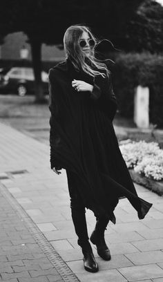 All black outfits - GRAB YOUR BAGS