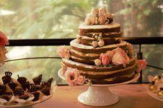 Nakedcake chocolate com pistache by Mari Buim Confeitaria para Dama Casamentos