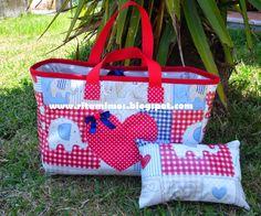 Mimos da Rita: Saco de praia plastificado com conjunto de necessaire e almofada de praia