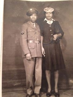 Rare-Vintage-Black-African-American-Photo-of-WWII-U-S-Army-soldier-amp-Wife-1940s