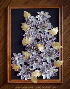. Ракушечные розы Как делать: Ракушки клеются горячем селиконовым клееи, обработання солома клеится клеем ПвА на бумагу и вырезаются по шаблону.
