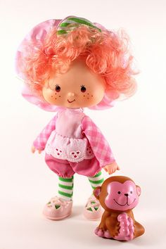 Strawberry Shortcake - Raspberry Tart with Rhubarb Monkey - Rhubarb was my guy! Lost him in the big toy box and had a meltdown before bed lol Vintage Toys 80s, Retro Toys, Vintage Dolls, 1980s Toys, 90s Childhood, My Childhood Memories, Sweet Memories, Strawberry Shortcake Characters, Vintage Strawberry Shortcake Dolls