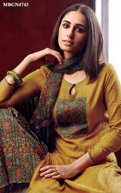 Chudi Neck Designs, Salwar Neck Designs, Churidar Designs, Kurta Neck Design, Neckline Designs, Kurta Designs Women, Dress Neck Designs, Blouse Designs, Indian Designer Outfits