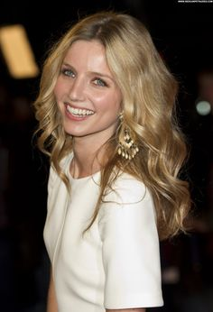 "Annabelle Wallis at the ""Hello Carter"" screening during the BFI London Film Festival, London October, Pretty Eyes, Beautiful Eyes, Beautiful Women, Stunningly Beautiful, Cute Celebrities, Celebs, Blond, Annabelle Wallis, London Film Festival"