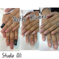 Alongamento de unhas de acrigel #Nails #ArtNails #DesignDeUnhas #UnhasLindas #Vult #StudioOli #NailsDesign