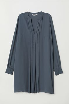 Knee-length dress in airy, crêped fabric with a pleated section at front. V-neck, long sleeves with buttons at cuffs, and a straight-cut hem. Kurti Neck Designs, Dress Neck Designs, Blouse Designs, Abaya Fashion, Fashion Wear, Fashion Dresses, Photos Of Dresses, Muslim Women Fashion, Lady Grey