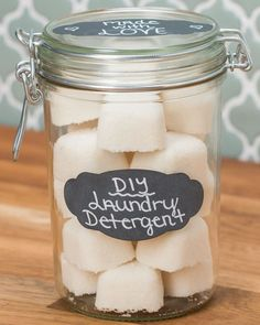You Can Make DIY Laundry Detergent And Reusable Dryer Sheets At Home - With no funky chemicals involved! Estás en el lugar correcto para diy home decor Aquí presentamos - Washing Detergent, Homemade Laundry Detergent, Washing Soda, Dishwasher Detergent, Cleaners Homemade, Diy Cleaners, Homemade Soaps, Green Cleaners, Household Cleaners