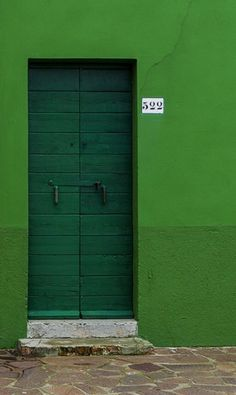 Burano Italy The color is bold sporty and the horizontal texture of the door add relief to all the green. Go Green, Green Colors, Colours, Bright Green, Verde Vintage, Verde Neon, When One Door Closes, Unique Doors, World Of Color