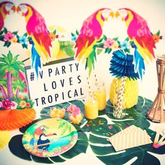 Une déco de table Hawaï et tropicale pour mettre de la chaleur dans vos soirées, anniversaire, fête d'été etc. Un thème estival et tendance ! Parés au voyage ? #VPARTYlovesTROPICAL Wild One Birthday Party, First Birthday Parties, First Birthdays, Flamingo Party, Off The Map, Wild Ones, Coco, Table Decorations, Hawaii