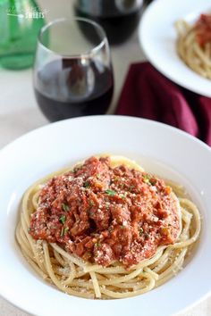 Quick Bolognese Sauce - A quick and hearty bolognese sauce filled with beef, tomatoes, red wine and cream.: