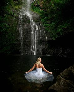 Impressive Wedding Photography Secrets And Ideas. Fabulous Wedding Photography Secrets And Ideas. Cool Pictures Of Nature, Beautiful Pictures, Digital Photography, Photography Poses, Hiking Photography, Waterfall Wedding, Wedding Photography Checklist, Water Shoot, Waterfall Photo