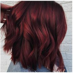 """Introducing the new drink-inspired hair-color trend, """"mulled wine hair."""" Check o… Introducing the new drink-inspired hair-color trend, """"mulled wine hair."""" Check out all the inspiration and find out more about the fad, here. New Hair Color Trends, Trending Hair Color, Fall Hair Trends, Wine Hair, Short Red Hair, Medium Red Hair, Fall Hair Colors, Winter Hairstyles, Wedding Hairstyles"""