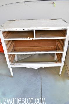 Come see the easiest way to make homemade chalk paint! Make Chalk Paint, Homemade Chalk Paint, Chalk Paint Projects, Annie Sloan Chalk Paint, Sanded Grout, Chalkboard Paint, Wood Glue, Diy Painting, Painted Furniture